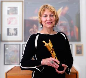 Holding my Lola Filmpreis Statue